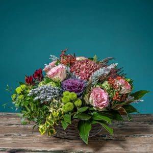 cesta provenzal de flores y plantas