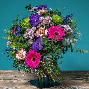 ramo de flores en colores intensos-Silvosa Hermanos