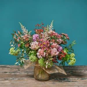 ramo de flores y frutos en tonos vintage